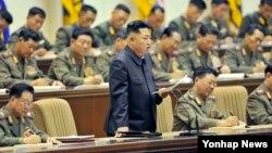 지난 22-23일 평양에서 진행된 조선인민군 4차 중대장·정치지도원대회에서 북한의 김정은 국방위원회 제1위원장이 연설하고 있다.