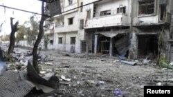 Thiệt hại sau các vụ pháo kích ở tuyến đầu trong khu phố Al-Khalidiya, thành phố Homs.