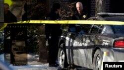 Según dijo la policía, el sospechoso salió corriendo de la universidad y fue arrestado por agentes.