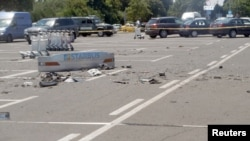 Los restos del bus que fue objeto de un atentado con bombas este juebes en la ciudad de Sofía, en Bulgaria.