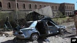 5일 예멘 수도 사나에 위치한 국방부 청사에서 자살 폭탄 공격으로 수십명이 사망했다.