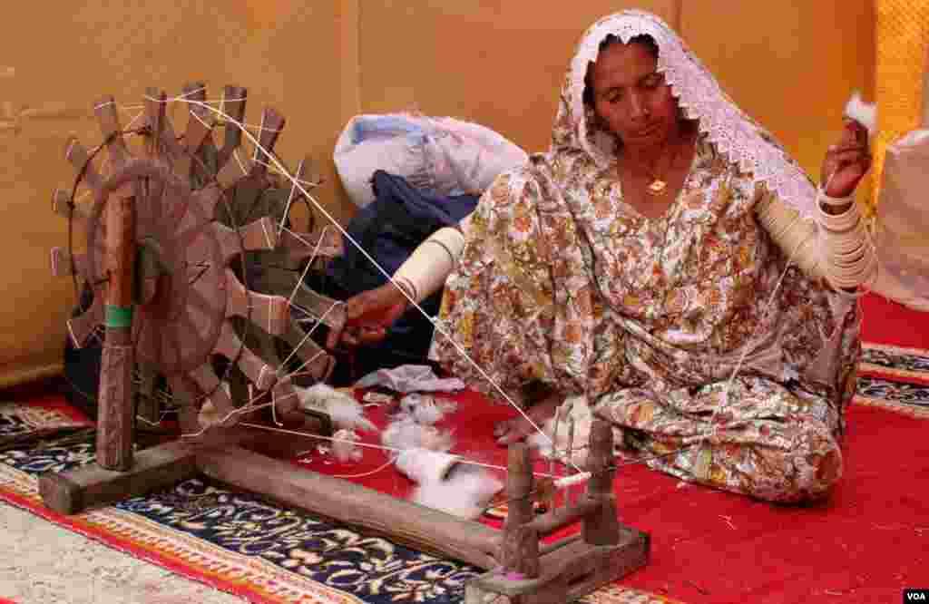 چرخہ سندھ کی روایت ، ثقافت اور تہذیب کی علامت ہے۔