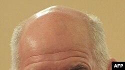 Başbakan Yorgo Papandreu AB ve IMF yetkilileriyle yapacağı telekonferansa katılabilmek için New York'a düzenleyeceği ziyareti iptal etti