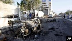 1月2日,摩加迪沙的一家酒店門外還清楚看到爆炸襲擊後的汽車殘骸。