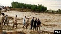 Banjir di wilayah Afghanistan Utara pada 2012 (Foto:Dok). Banjir kembali melanda distrik Guzirga i-Nur, provinsi Baghlan, 140 kilometer dari ibukota Puli Khumri, Afghanistan Utara, menewaskan sedikitnya 50 orang dan memaksa ribuan orang meninggalkan rumah mereka.