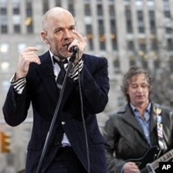 The band R.E.M. with lead singer Michael Stipe performs on the plaza of Rockefeller Center during the Today Show in New York April 1, 2008