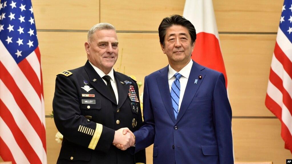 美国参谋长联席会议主席米利上将11月12日在东京与日本首相安倍晋三举行会晤。