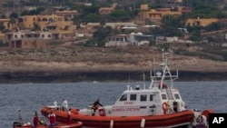 意大利救援人員繼續在蘭佩杜薩島附近尋找船難死者屍體