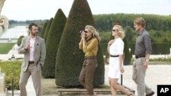 Left to Right: Michael Sheen as Paul, Nina Arianda as Carol, Rachel McAdams as Inez and Owen Wilson as Gil