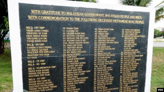 Một Mộ Bia Tập Thể Của Người Việt Trên Đất Mã Lai.