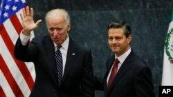 美国副总统拜登(左)和墨西哥总统涅托9月20日在墨西哥城。