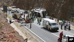 Kecelakaan bus dekat kota De Doorns, Afrika Selatan menewaskan 24 penumpangnya (15/3). Dikabarkan sedikitnya 66 penumpang lainnya terluka dalam insiden dekat perkebunan anggur ini.