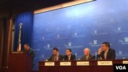 何志平在美国传统基金会举办的会上讲话。