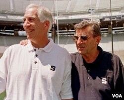 Joe Paterno (derecha) y Jerry Sandusky, en una gráfica de archivo del 6-8-99.