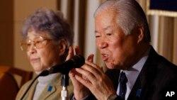 지난 3월 일본인 납북자 요코다 메구미 씨의 아버지 시게루 씨와 어머니 사키에 씨가 도쿄의 외신기자협회에서 기자회견을 가졌다. (자료사진)