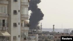Dim na nebu iznad Gaze posle izraelskih vazdušnih napada