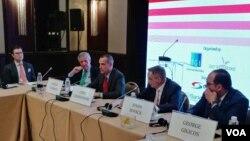 """Učesnici skupa """"Razumeti Ameriku danas"""" u beogradskom hotelu Hajat, 23. aprila 2018."""