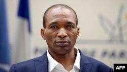 Le Français Michel Thierry Atangana, emprisonné depuis 1997 au Cameroun, arrive à l'aéroport de Roissy près de Paris, le 28 février 2014.