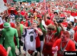 지난 2010년 위스콘신주 밀워키에서 열린 NBA 플레이오프 밀워키 벅스-애틀랜타 호크스전에 앞서 펩랠리가 열렸다.