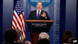 Phát ngôn viên Nhà Trắng Sean Spicer phát biểu trong cuộc họp báo hàng ngày tại Nhà Trắng, Washington, ngày 30 tháng 3, 2017.