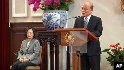 Thủ tướng Đài Loan Tô Trinh Xương (phải) và Tổng thống Thái Anh Văn.