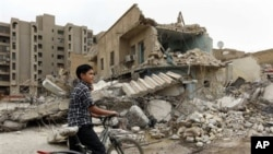 An Iraqi boy inspects Baghdad buildings damaged by bombs (file photo)
