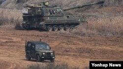 미한 연례 연합훈련인 키리졸브 연습이 사실상 종료된 23일 경기도 파주시 접경지역에서 한국군 K-9 자주포가 대기하고 있다.