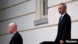 中国副总理刘鹤离开美国贸易代表办公室。(2019年5月9日)