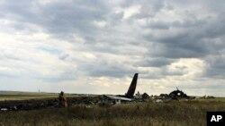 우크라이 나 공군 소속 일류신-76 수송기가 14일 친러시아 분리주의 반군의 공격으로 추락했다.