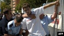 Сербские националисты протестуют против конференции НАТО в Белграде