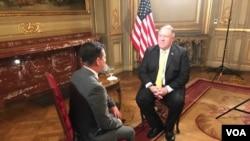 Yon lòt ang ki montre chèf diplomasi amerikèn nan, Mike Pompeo, ki t ap reponn kesyon Gesell Tobías (VOANoticias.com).