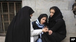 Iranian students help each other during a protest. (file)