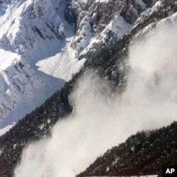 بھارتی کشمیر: برفانی تودے گرنے سے 12 فوجی ہلاک