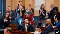 Tribunal de Alexandria, donde varios delegados discuten la orden ejecutiva del presidente Trump, que bloquea temporalmente a los musulmanes de ciertos países a entrar a los Estados Unidos.