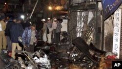Policemen inspect the site of a bomb explosion at Zaveri bazaar in Mumbai.