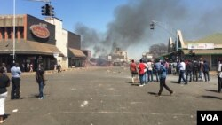 Protests are set to return to streets of Harare over proposed bondnotes following the expiration of a police month-long ban of demonstrations, Harare, Zimbabwe, Aug. 26, 2016. (S. Mhofu). Since July, Zimbabweans have been protesting against human rights a