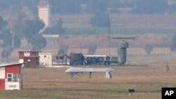 Máy bay không người lái hạ cánh xuống đường băng tại căn cứ không quân Incirlik ở ngoại ô thành phố Adana, miền Nam Thổ Nhĩ Kỳ.