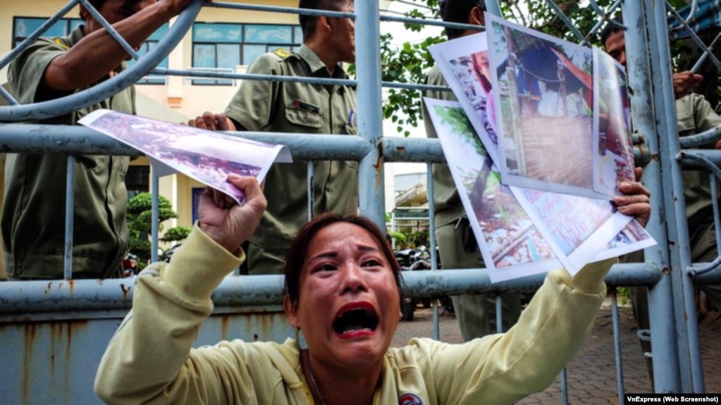 Vụ Thủ Thiêm: Hàng chục nhà báo, người dân 'vây' trụ sở tiếp dân.
