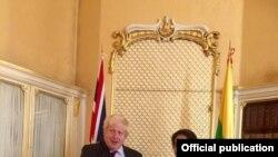 ၿဗိတိန္ေရာက္ ေဒၚစု ႏုိင္ငံျခားေရး၀န္ႀကီး Boris Johnson နဲ႔ ေတြ႔ဆံု