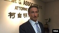 杨秀珠的律师柯自明(美国之音方冰拍摄)