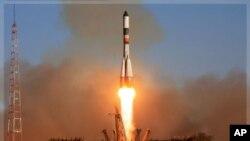 """俄羅斯""""進步號""""無人駕駛太空貨運飛船星期天在哈薩克斯坦拜科努爾航天中心發射升空,前往國際空間站。"""