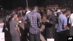 Watu wakikusanyika baada ya mripuko wa Mombasa.