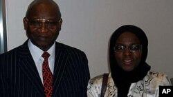 Dr. Isa Odidi tare da Dr. Amina Odidi a lokacin da kamfaninsu na IntelliPharmaceutics ya saye wani makeken kamfanin sarrafa magunguna na kasar Canada a shekarar 2009.