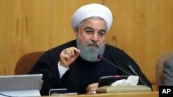 伊朗总统鲁哈尼在德黑兰的内阁会议上。(资料照片)