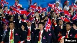 Para atlet dan pengurus dari Korea Utara dalam upacara pembukaan Asian Games ke-16 di Guangzhou, China, 2010.