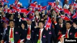 지난 2012년 11월 중국 광저우에서 열린 제16회 아시안게임 개막식에서 북한 선수단이 입장하고 있다. (자료사진)