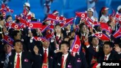 북한이 인천 아시안게임 참가 의사를 거듭 밝혔다. 사진은 지난 2012년 11월 중국 광저우에서 열린 제16회 아시안게임 개막식에 입장하고 있는 북한 선수단. (자료사진)