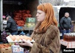 22 triệu người Nga hiện đang sống trong nghèo đói. Các chuyên gia không thuộc nhà nước cho rằng con số đó còn cao hơn, khi nền kinh tế của Nga đã rũ xuống dưới sức nặng của biện pháp trừng phạt của phương Tây