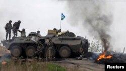 Украинские военные на блокпосту в районе Славянска
