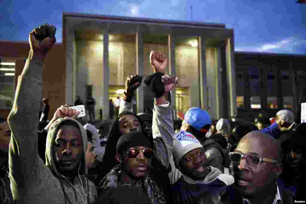 Demonstrators gather in front of the Baltimore Police Department Western District station in Baltimore, April 23, 2015.